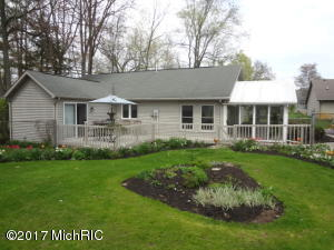Southwest MI lake access home for sale by Loux & Hayden Realty, Cassopolis, MI